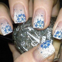 Дизайн ногтей френч со снежинками